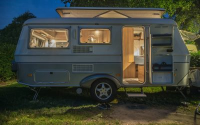 What are the differences between tiny houses and caravans?